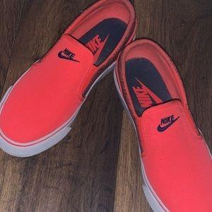 Nike slide on